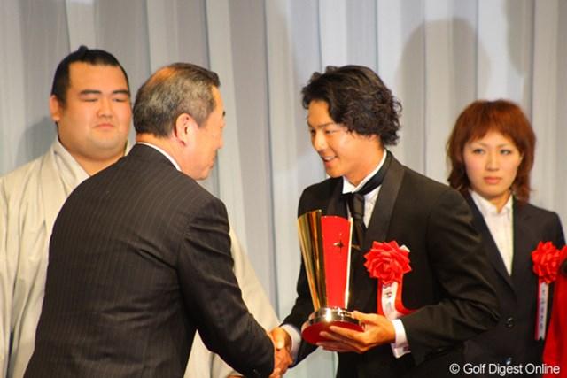 石川は、ボクシング部門で受賞の西岡利晃とともに、3年連続3度目の受賞となった