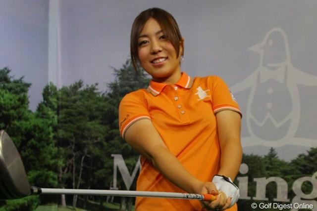 2012年 デサント ウェア契約会見 宮里美香 お気に入りの「オレンジ色」をまとった宮里美香。今季は最終日にオレンジを着用する予定だという