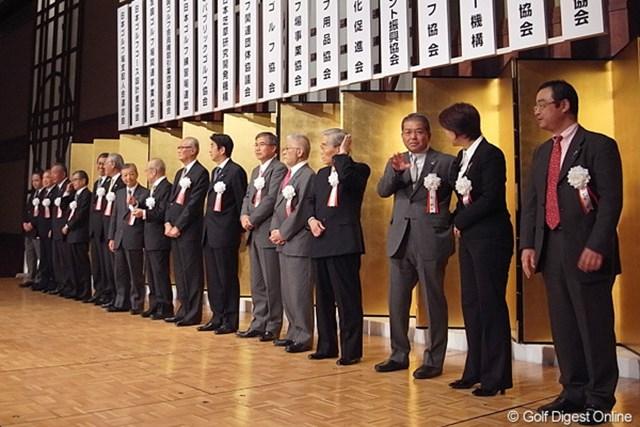 17団体の代表者が登壇。会場には多くの業界関係者が来場した