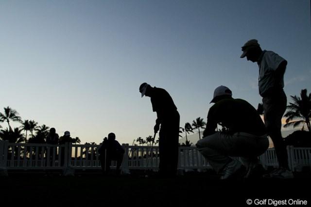 ラウンド終了後、日が落ちるまで練習を続けたビジェイ・シン