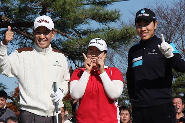 2012年 JGTOプレーヤーズラウンジ 金鐘徳 アン・ソンジュ ベ・ザンムン 日本の3ツアーを制した韓国の金鐘徳 アン・ソンジュ ベ・ザンムン(左から)