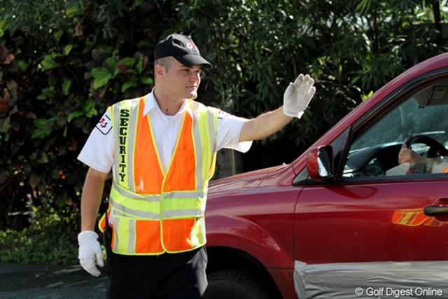 コースのそばの道で交通整理をする係員。カイマーに似てませんか?