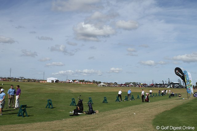 この広さ。そして芝の上から存分に打てる練習環境。堪らないです…