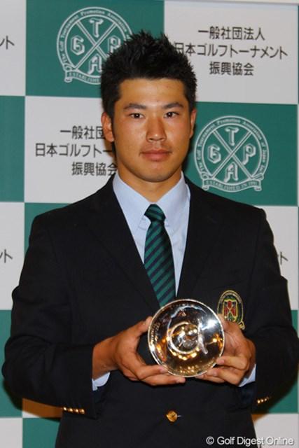 松山英樹はマスターズおよび三井住友VISA太平洋マスターズでの快挙を称えられ、特別賞を受賞した