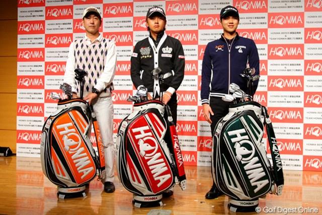 2012年 ホットニュース 江連忠、岩田寛、金度勲 今季から本間ゴルフと契約を交わした(左から)江連忠、岩田寛、金度勲