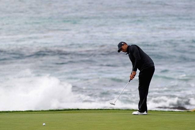タイガーが3位に再浮上!最終日は得意のぺブルビーチで4打差を追ってのスタートとなる (Harry How/Getty Images)