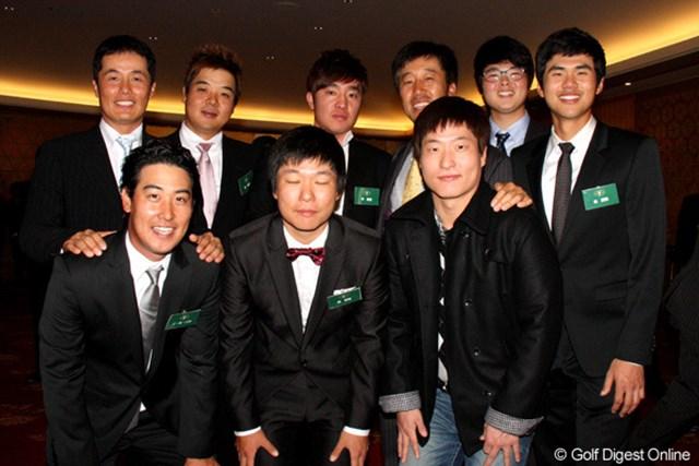隆盛めざましい韓国勢が集合。後列右から3番目がS.K.ホ。前列真ん中で目をつぶっちゃっているのがチョ・ミンギュ。年々人数が増えて、先輩もとりまとめが大変!?