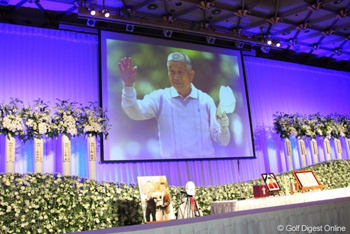 ファンと関係者、約1000人が杉原輝雄さんをしのび、その功績を称えた 2012年 「杉原輝雄 お別れの会」