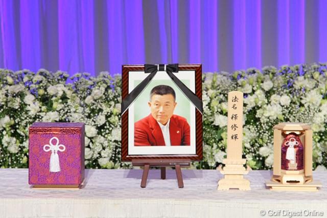 2012年 「杉原輝雄 お別れの会」 遺影 逝去されてから約1か月半。穏やかさの中にも生涯現役を貫いた厳しさが表情に表れる
