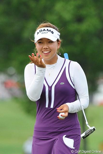 かなり若そうな韓流の女の子です。チャーミング&ストロングなんですなァ・・・。トータル9アンダーの9位T