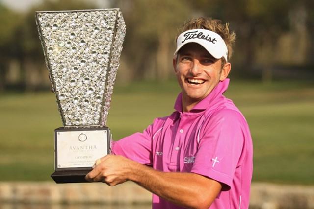 嬉しいツアー初勝利を手にし、笑顔を弾かせるJ.クルーガー (Ian Walton/Getty Images)