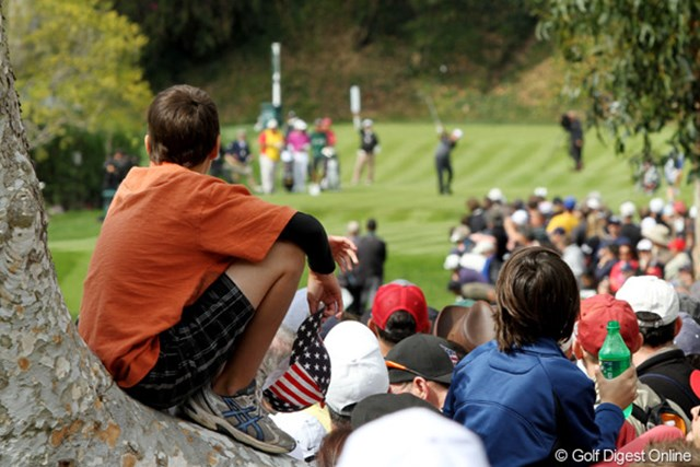 2012年 ノーザントラストオープン 最終日 ギャラリー ミケルソンのショットを見つめる少年。心に残る良い試合になった