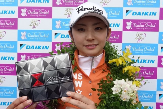 【2012年3月】今月の読者プレゼント 2012年の国内女子開幕戦「ダイキンオーキッドレディス」で初タイトルを獲得。ツアー11戦目での優勝は、日本人では最速。さらにプロテスト合格翌年での優勝は、女子ツアー史上初となった。