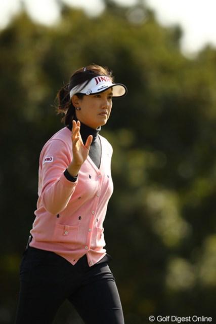 2012年 ヨコハマタイヤゴルフトーナメントPRGRレディスカップ 2日目 全美貞 スコアを落としましたが、首位タイに躍り出ました。