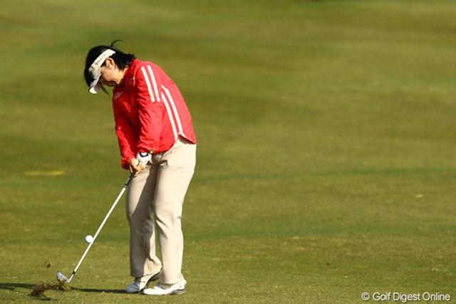 2012年 ヨコハマタイヤゴルフトーナメントPRGRレディスカップ 2日目 不動裕理 12番でイーグルは出ましたが、ボギー先行のゴルフでスコアを落としてしまいました。今日はパットが悪かったようです。