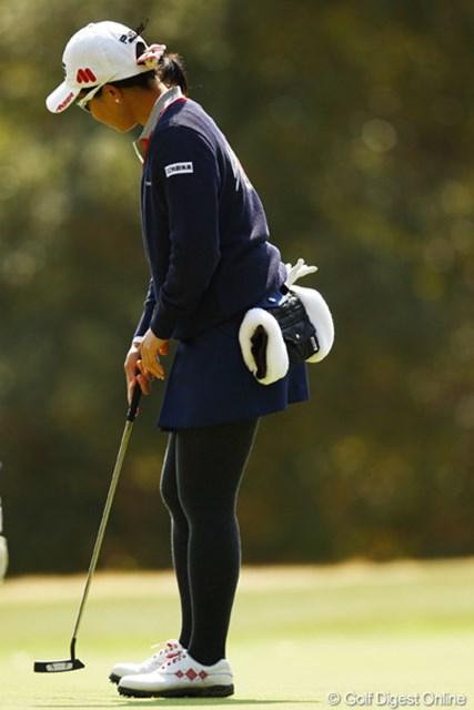 2012年 ヨコハマタイヤゴルフトーナメントPRGRレディスカップ 2日目 上原彩子 その後ろに付いてる袋みたいな物は何なんですかね?