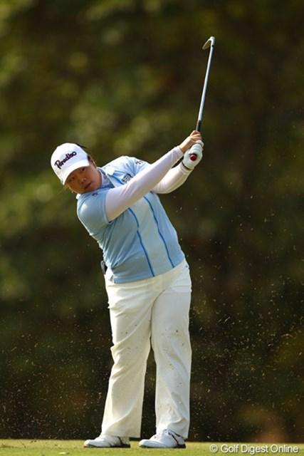 2012年 ヨコハマタイヤゴルフトーナメントPRGRレディスカップ 2日目 アン・ソンジュ 今日は出入りの激しいゴルフでしたが、何とか優勝戦線に踏み止まりましたね。