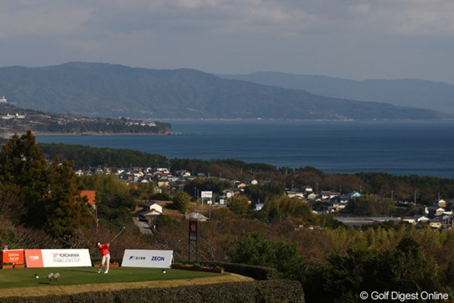 2012年 ヨコハマタイヤゴルフトーナメントPRGRレディスカップ 2日目 18番ティ 昨日の土砂降りが嘘のよう。18番ティからの眺めは最高です。
