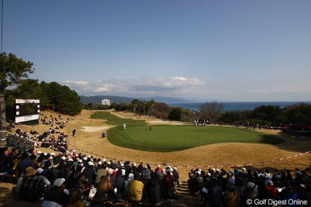 2012年 ヨコハマタイヤゴルフトーナメントPRGRレディスカップ 2日目 18番グリーン 最終日の明日、この18番グリーンまで勝負の行方は分からない大混戦の予感です。