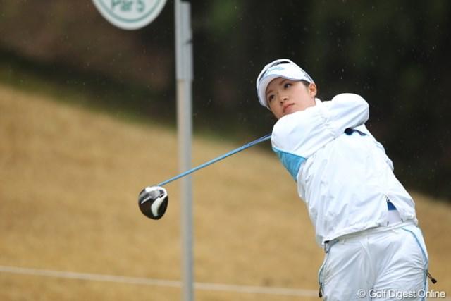 2012年 Tポイントレディスゴルフトーナメント 初日 大江香織 首位タイ発進とした大江香織。石川遼との合宿で得た効果を語った