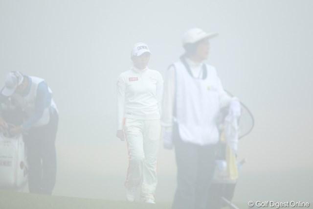 濃霧のため、選手の判断にまかせ一時競技中断。