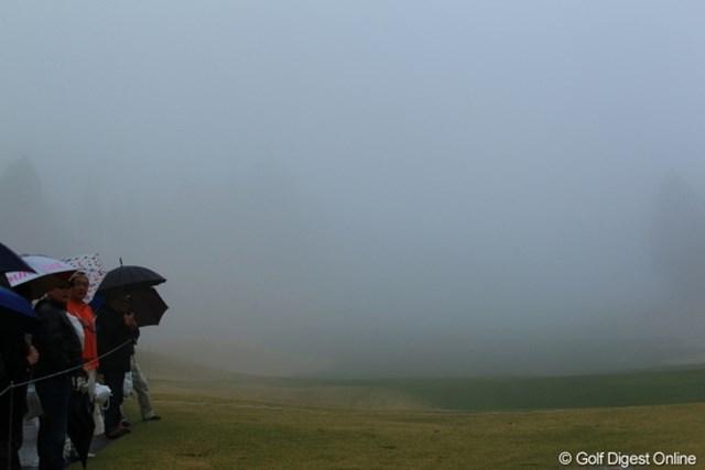 2012年 Tポイントレディスゴルフトーナメント 最終日 コース 雨でスタートが1時間遅れましたが、ごらんのような視界不良でさらに遅れ。