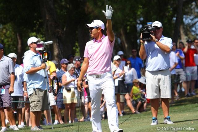 2012年 トランジションズ選手権 最終日 ベ・サンムン ナイスショットへの大歓声に手を上げて応えた。