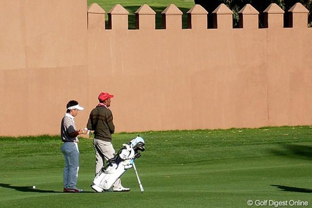 2012年 ハッサンII ゴルフトロフィー 事前情報 伊藤誠道 伊藤誠道のキャディは昨年と同様のモロッコ人。昨年一緒に戦い、相性がとても良かったので、今年もリクエストしたという