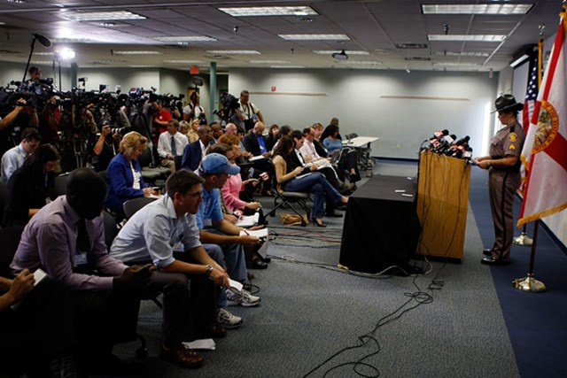 09年12月。タイガーの事故に関する会見に詰めかけた大勢のメディアたち。そして、事故の真相が明らかになっていった(Joe Raedle /Getty Images)