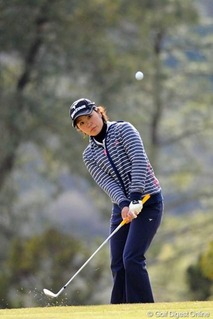 粘りのゴルフで首位と3打差単独3位で最終日を迎える比嘉真美子