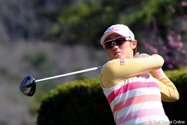2012年 スタジオアリス女子オープン 最終日 飯島茜 昨シーズンは大人しかったような気がしたんやけど、今シーズンは好調ですなァ~。もう899万円も稼いでおります。10位T