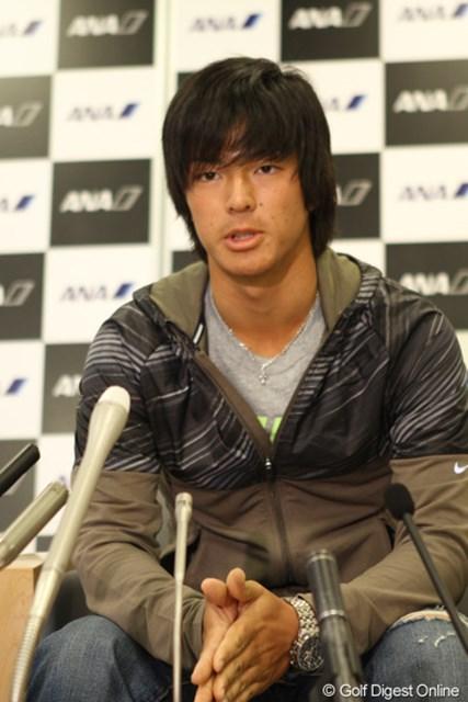 日焼けした顔で帰国会見に臨む石川遼。「20歳のマスターズ」は終わり、もうその先を見つめている。