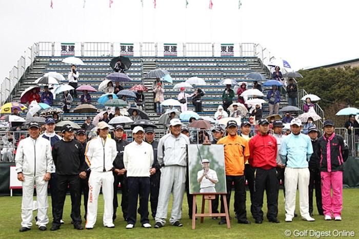 ジャパンゴルフツアー選手会が故杉原輝雄さんの追悼セレモニーを実施。 2012年 東建ホームメイトカップ 事前 追悼セレモニー