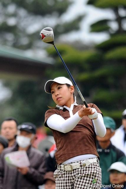 今年から岡本綾子ファミリーに加わった若林舞衣子が2位タイの好スタート!
