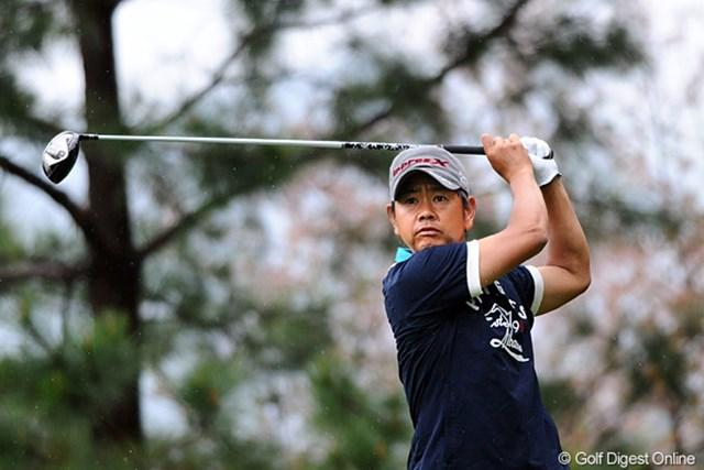 2012年 つるやオープンゴルフトーナメント 2日目 藤田寛之 ショットが不調も「難しいホールで何とかうまくいってくれた」とノーボギーのラウンドで首位タイに浮上した