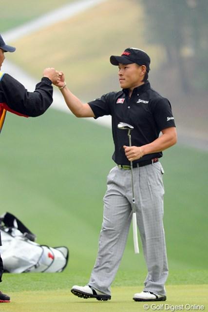 2012年 つるやオープンゴルフトーナメント 2日目 藤本佳則 バーディ発進で、順調に3つもスコアを伸ばしたのに、チャンスホールの17番ロングでダボとはなァ…。週末は筋トレに励んでください。予落