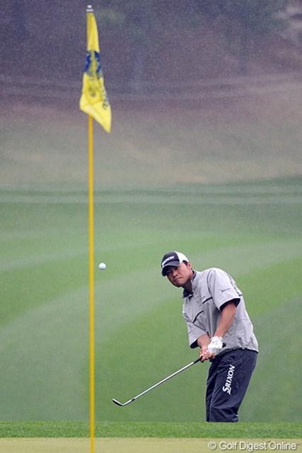 2012年 つるやオープンゴルフトーナメント 2日目 佐藤祐樹 昨日の勢いは何処へやら。1バーディ、3ボギーで辛くも予選通過。やっぱりプロの世界は甘くないですなァ。これではチアキ(吉崎)姐さんに大きな顔ができんかもなァ…。50位T