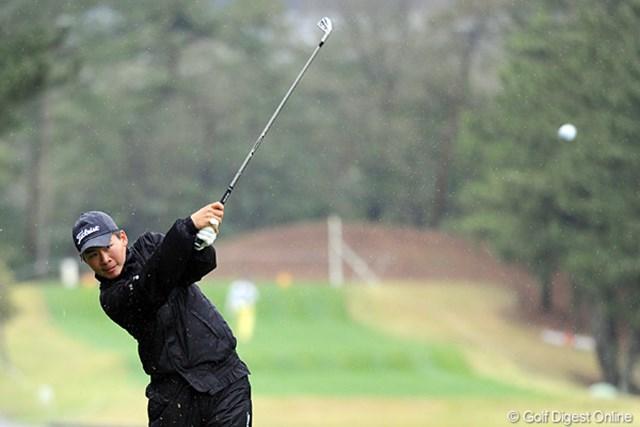 2012年 つるやオープンゴルフトーナメント 2日目 川村昌弘 サングラスをしてなかったんで、「どっかで見た子やなァ」と思たら、去年のファイナルQTで顔写真を撮影してました!前半スコアを落としたのに、後半で3つ盛り返しました。根性ありまっせ~!16位T