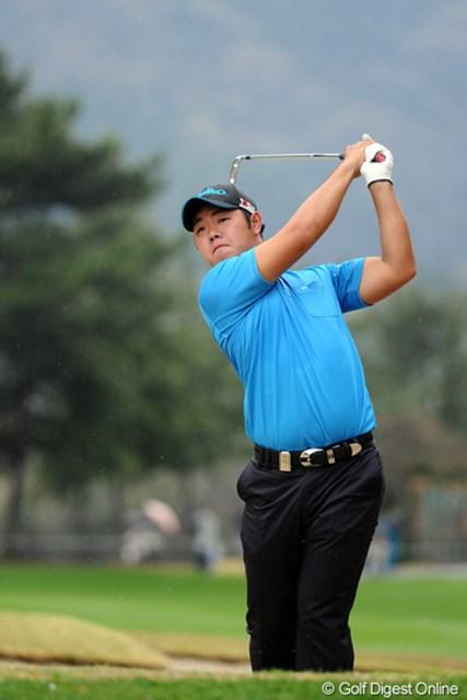 2012年 つるやオープンゴルフトーナメント 2日目 薗田峻輔 後半だけで3つスコアを伸ばし、連日の60台をマークしはりました~!安定感が増してきた今年は、一発やりそうな予感がしますなァ。16位T