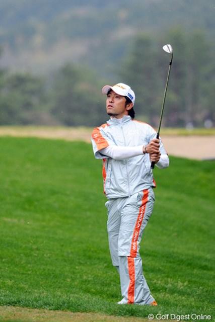 2012年 つるやオープンゴルフトーナメント 2日目 河瀬賢史 今日66をマークして1打差の2位タイにつけた藤田君のお弟子さんです。なので師匠と同じく66をマークしました!次元大介のようにユニークな顎ヒゲがトレードマークです。これってゲンかつぎ?16位T