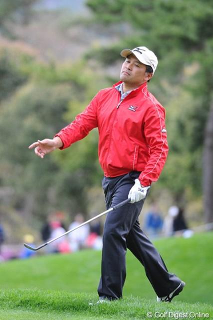 2012年 つるやオープンゴルフトーナメント 3日目 手嶋多一 チップイン・パーを決めて恍惚の表情?ホールアウトするなり「明日は暴風雨で中止やろ?」って聞いてきたので、きっぱり否定しておきました!11位T