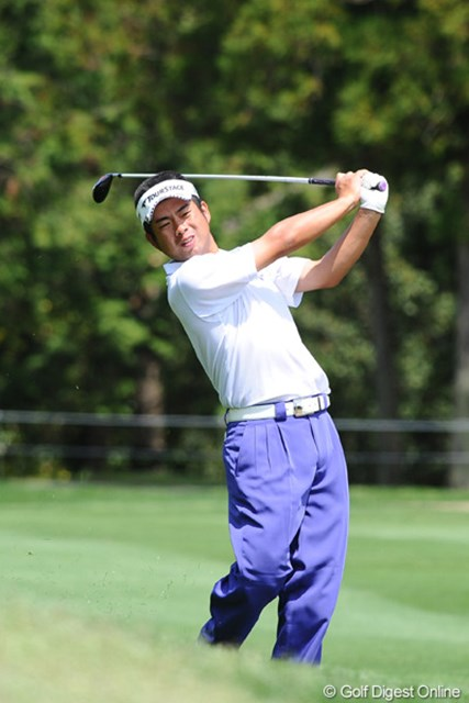 2012年 つるやオープンゴルフトーナメント 3日目 池田勇太 鬼門の呪縛から解き放たれたように、怒涛の5バーディ、ノーボギーの完璧ゴルフで、裏街道スタートから一気に11位タイまでのし上がってきました~!やっぱ地力が違いますワ