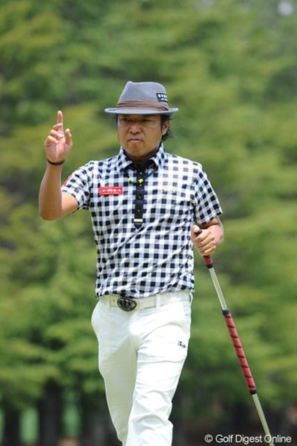 2012年 つるやオープンゴルフトーナメント 3日目 片山晋呉 中盤過ぎまでボギーが先行する苦しいゴルフやったけど、上がり3ホールで鬼のような3連続バーディを決めて優勝戦線に踏み止まりました~。キング・シンゴの面目躍如ですワ。8位T