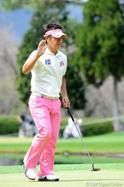 2012年 つるやオープンゴルフトーナメント 3日目 藤田寛之 中盤までちょっとスコアが伸び悩んだけど、15番のイーグルと18番のバーディで単独2位をキープしました~!明日の最終組は韓流VS藤田のペアリング。しかし本命はこの人です。