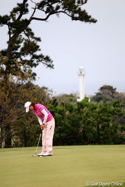 2012年 フジサンケイレディスクラシック 2日目 原江里菜 奥に見えますか?川奈の灯台です。