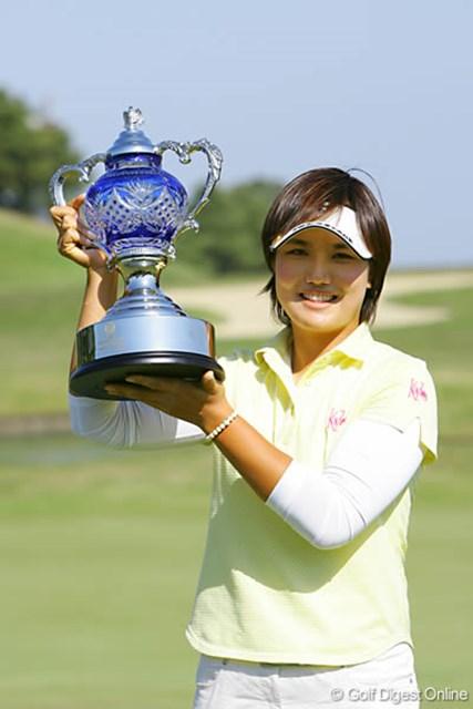 屋島クイーンズゴルフトーナメント最終日 自身4勝目を逆転で飾った全美貞
