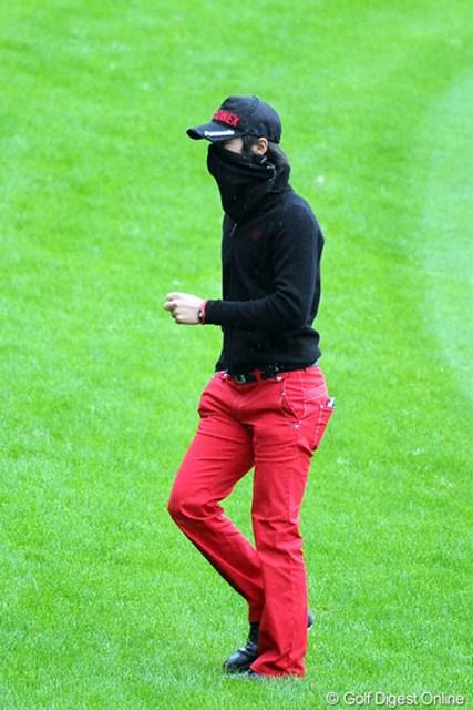 怪しいマスクマンがフェアウエイを横切って行ったと思たら、リョー君じゃあ~りませんか!1バーディ、1ボギーの大人しいゴルフで…。