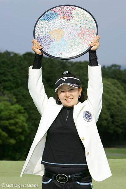 フジサンケイレディスクラシック最終日 ツアー初制覇を遂げた現役女子大学生の佐伯三貴