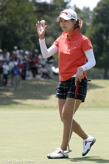 ライフカードレディスゴルフトーナメント2日目 地元ギャラリーの期待をひしひしと感じつつ、「そのプレッシャーを良い方向に持って行きたいです」という上田桃子