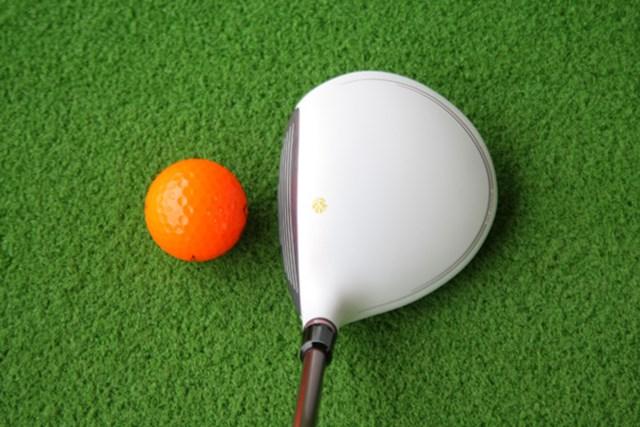 白ヘッドはスイングの残像が残るので、クラブの軌道が分かりやすい